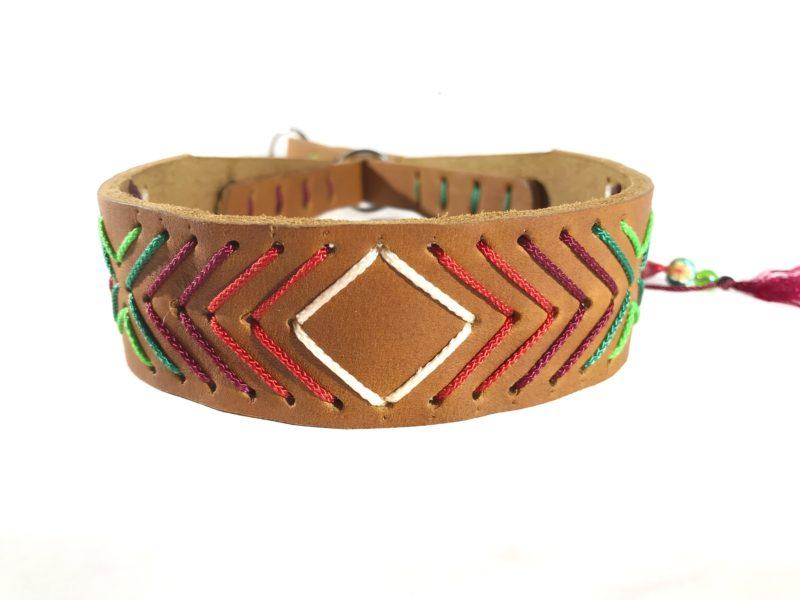 Modell Emelie Halsband für Windhunde mit Zugstop Funktion aus Fettleder und mit Ethno Muster
