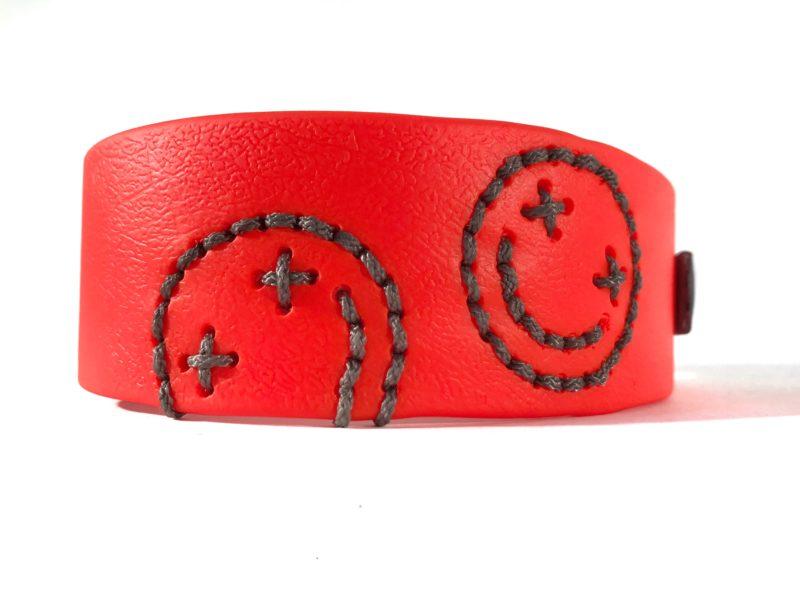 individuelles biothane halsband mit smiley in neon orange